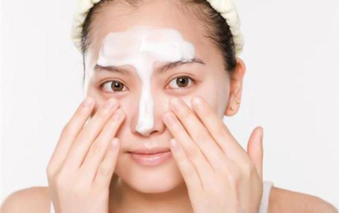 干性皮肤怎么护理?适合用什么护肤品?