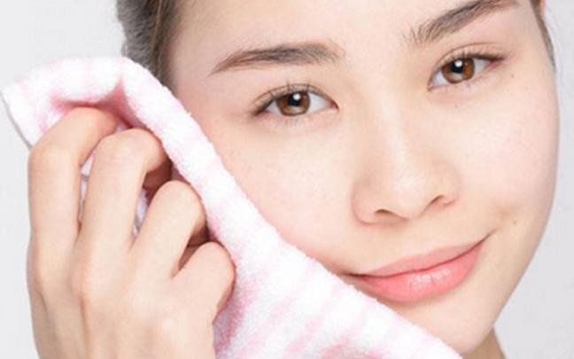 秋季脸部皮肤干燥怎么办?别忘了给皮肤多喝水