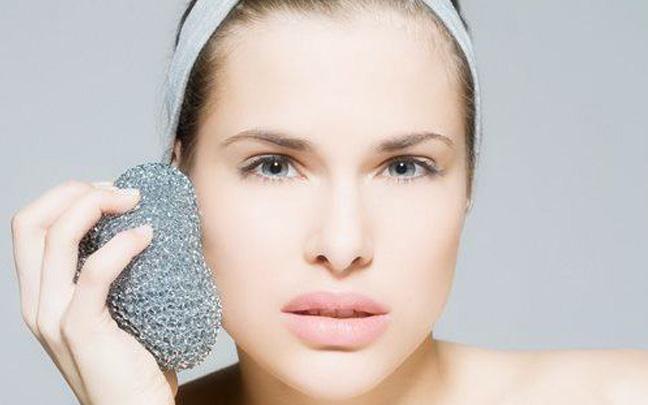 皮肤出油毛孔粗大怎么办?这样做就可以解决
