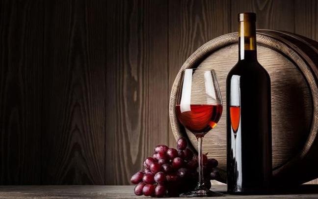 红酒能喝更能敷,教你怎么用红酒自制面膜