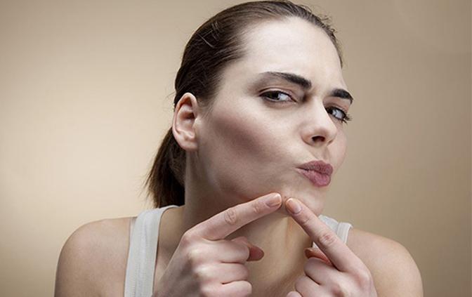 脸上长痘可以挤痘痘吗,正确的挤痘痘方法